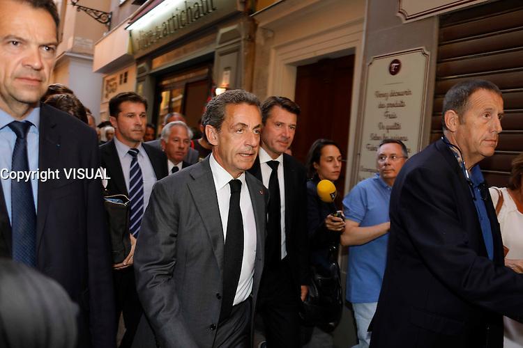 Nice le 15 Juillet 2016 Promenade des Anglais le lieu de l attentat perpÈtrer hier soir juste apres le feu d artifice du 14 Juillet sortie de la Cathedrale Sainte Reparate Vieux Nice Pour la Messe en homages aux victimes Christian Estrosi PrÈsident du conseil rÈgional de Provence-Alpes-CÙte d'Azur Nicolas Sarkozy