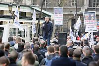 PARIS LE 15/03/2017 - RASSEMBLEMENT DEVANT LE PALAIS DE JUSTICE DE PARIS A L'APPEL DU SYNDICAT SGP UNITE POLICE POUR DENONCER LA CONDAMNATION DE LEUR COLLEGUE DAMIEN SABOUNDJIAN, CONDAMNE A CINQ ANS DE PRISON AVEC SURSIS EN APPEL POUR LA MORT D'UN FUGITIF, TUE D'UNE BALLE DANS LE DOS. LA PERSONNE QUI PARLE EST YVES LEFEBVRE, SECRETAIRE GENERAL DE SGP UNITE POLICE . # MANIFESTATION DES POLICIERS A PARIS
