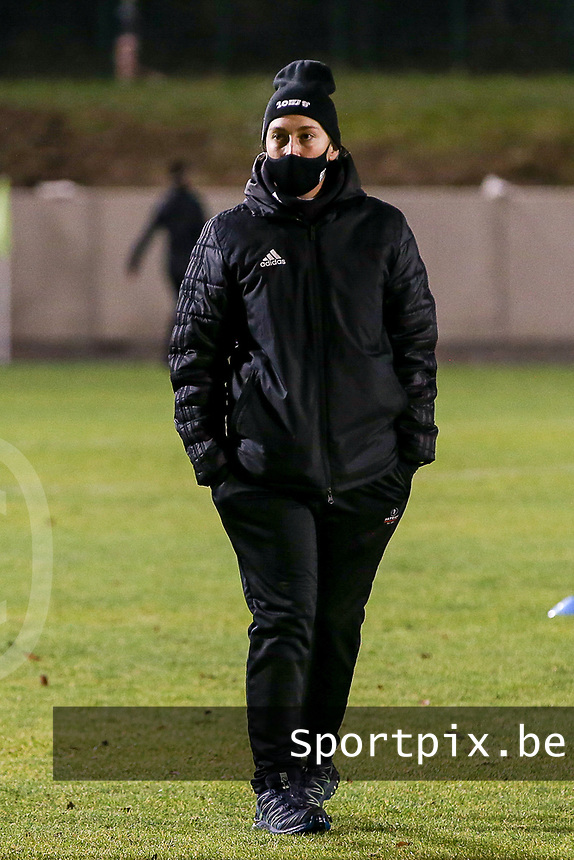 Head coach Audrey Demoustier of Woluwe pictured during the warm up before a female soccer game between FC Femina White Star Woluwe and Club Brugge YLA on the eleventh matchday of the 2020 - 2021 season of Belgian Scooore Womens Super League , Friday 22 January 2021  in Woluwe , Belgium . PHOTO SPORTPIX.BE | SPP | SEVIL OKTEM