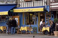 Europe/France/Normandie/Basse-Normandie/14/Calvados/Honfleur: Le port - Terrasse d'un restaurant sur le vieux bassin