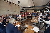 ZEILSPORT: GROU: 27-07-2019, SKS Skûtsjesilen, Maarten van der Weiden te gast bij de CdK van Fryslân de heer Arno Brok tijdens de routebespreking van de openingswedstrijd in Grou van het twee weken durende kampioenschap van het SKS Skûtsjesilen, ©foto Martin de Jong