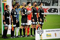 PORTO ALEGRE, RS, 03.04.21 - GREMIO - INTERNACIONAL - O árbitro Anderson Daronco, na partida Grêmio e Internacional, no Grenal 430, válida pela 9. rodada, do Campeonato Gaúcho 2021, no estádio Arena do Grêmio, em Porto Alegre, neste sábado (03).