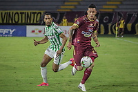 IBAGUE - COLOMBIA, 30-03-2021: Gustavo Ramirez del Tolima disputa el balón con Michael Chacon de Nacional durante partido entre Deportes Tolima y Atlético Nacional por la fecha 16 como parte de la Liga BetPlay DIMAYOR I 2021 jugado en el estadio Manuel Murillo Toro de la ciudad de Ibagué. / Gustavo Ramirez of Tolima struggles the ball with Michael Chacon of Nacional during match between Deportes Tolima and Atletico Nacional for the date 16 as part of BetPlay DIMAYOR League I 2021 played at Manuel Murillo Toro stadium in Ibague. Photo: VizzorImage / Juan Torres / Cont