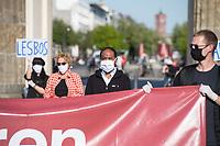"""Mehrere Menschenrechts- und Fluechtlingsorganisationen haben auf einer Kundgebung am Donnerstag den 23. April 2020 in Berlin von den EU-Staaten die rasche Aufnahme von Fluechtlingen aus Griechenland gefordert. Die Camps auf den griechischen Inseln muessten angesichts der Corona-Krise sofort aufgeloest werden, denn sie drohten zu """"pandemischen Hotspots"""" zu werden, hiess es in einem Aufruf des Republikanischen Anwaeltinnen- und Anwaeltevereins (RAV). Dazu fand am Donnerstag in Berlin eine Kundgebung statt, die live im Internet uebertragen wurde. Daran beteiligten sich unter anderem auch Vertreter von Amnesty International, vom European Center for Constitutional and Human Rights (ECCHR), vom Unteilbar-Buendnis sowie Vertreter weiterer Organisationen.<br /> Die Kundgebung fand mit 20 Personen unter den strengen Auflagen anlaesslich der Covid-19-Pandemie statt.<br /> Im Bild: Markus Beeko, Generalsekretaer der deutschen Sektion von Amnesty International.<br /> 23.4.2020, Berlin<br /> Copyright: Christian-Ditsch.de<br /> [NUR FUER REDAKTIONELLE ZWECKE! Werbung nur auf Anfrage beim Fotografen. Inhaltsveraendernde Manipulation des Fotos nur nach ausdruecklicher Genehmigung des Fotografen. Vereinbarungen ueber Abtretung von Persoenlichkeitsrechten/Model Release der abgebildeten Person/Personen liegen nicht vor. NO MODEL RELEASE! Don't publish without copyright Christian-Ditsch.de, Veroeffentlichung nur mit Fotografennennung, sowie gegen Honorar, MwSt. und Beleg. Konto: I N G - D i B a, IBAN DE58500105175400192269, BIC INGDDEFFXXX, Kontakt: post@christian-ditsch.de<br /> Bei der Bearbeitung der Dateiinformationen darf die Urheberkennzeichnung in den EXIF- und  IPTC-Daten nicht entfernt werden, diese sind in digitalen Medien nach §95c UrhG rechtlich geschuetzt. Der Urhebervermerk wird gemaess §13 UrhG verlangt.]"""