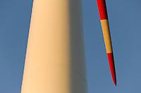 Europa Deutschland DEU Mecklenburg Vorpommern, Windpark Plauerhagen, ENO 82  Windkraftanlage mit 2 MW Nennleistung der MVV Energie GmbH Mannheim Stadtwerke  / Germany, ENO Windturbine and rotor blade, wind energy