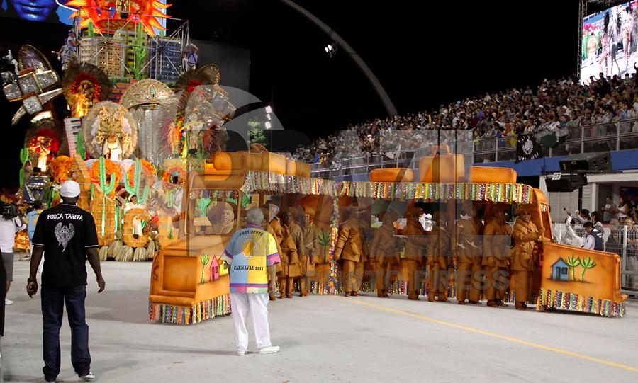 SÃO PAULO, SP, 04 DE MARÇO DE 2011 - CARNAVAL 2011 / ACADÊMICOS DO TUCURUVI - A escola de samba Academicos do Tucuruvi, durante desfile do Grupo Especial na noite desta sexta-feira (4), no Sambódromo do Anhembi região norte da capital paulista. (FOTO: WILLIAM VOLCOV / NEWS FREE).