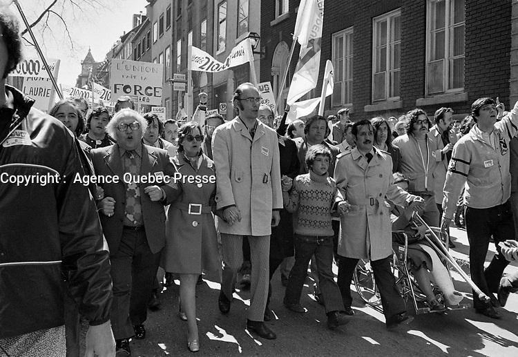 Le  Front Commun - Marche du Parlement au Palais de Justice a Quebec avant l'<br /> Incarceration des trois chefs Syndicaux :  Marcel Pepin (CSN), Louis Laberge (FTQ) et Yvon Charbonneau (CEQ)<br /> , le 9 mai 1972 <br /> <br /> <br /> Photographe : Photo Moderne<br /> <br /> - Agence Quebec Presse
