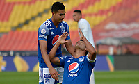 BOGOTA - COLOMBIA, 18-04-2021: David Macalister Silva de Millonarios F. C. celebra con sus compañeros de equipo despues de anotar el segundo gol a Deportivo Cali durante partido entre Millonarios F. C. y Deportivo Cali de la fecha 19 por la Liga BetPlay DIMAYOR I 2021 jugado en el estadio Nemesio Camacho El Campin de la ciudad de Bogota. / David Macalister Silva of Millonarios F. C. celebrates with his teammates after scoring the secong goal to Deportivo Cali during a match between Millonarios F. C. and Deportivo Cali of the 19th date for the BetPlay DIMAYOR I 2021 League played at the Nemesio Camacho El Campin Stadium in Bogota city. / Photo: VizzorImage / Edgar Cusguen / Cont.
