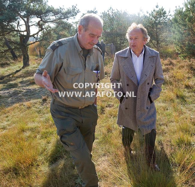 Hoenderloo, 221011<br /> Staatssectretaris Henk Bleker op nationaal park de Hoge Veluwe.<br /> Foto: Sjef Prins - APA Foto