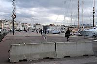 SÈcurisation du Vieux Port et du marchÈ de NoÎl avec des plots en bÈton, ‡ Marseille, France, 21 decembre 2016. # SECURITE RENFORCEE AU VIEUX PORT A MARSEILLE