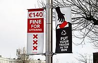 Nederland  Amsterdam - 31 december 2020.    Rembrandtplein. Boete voor het weggooien van afval op straat.    Foto : ANP/ HH / Berlinda van Dam