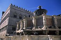 Europe/Italie/Ombrie/Pérouse : Fontana Maggiore et palais des Prieurs place du 4 Novembre