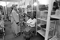 "- Milano, Fiera Campionaria 1988, la ""Grande Fiera di Aprile""; padiglione del commercio estero, stand aziende Africane<br />