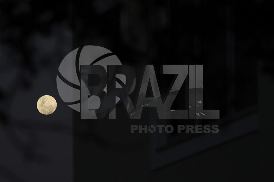 VITÓRIA, ES, 04.06.2020 - LUA-ES - Lua cheia vista no final da tarde em Vitória, Espírito Santo, nesta quinta-feira, 4. (Foto Charles Sholl/Brazil Photo Press)