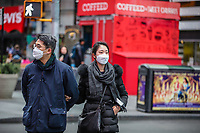 NOVA YORK, EUA 18.03.2020 - CORONAVIRUS-EUA - Pessoas sao vistas na Times Square em Nova York usando mascaras medicas durante a Pandemia de Corona Virus COVID-19 em Nova York nos Estados Unidos. (Foto: Vanessa Carvalho/Brazil Photo Press/Folhapress)