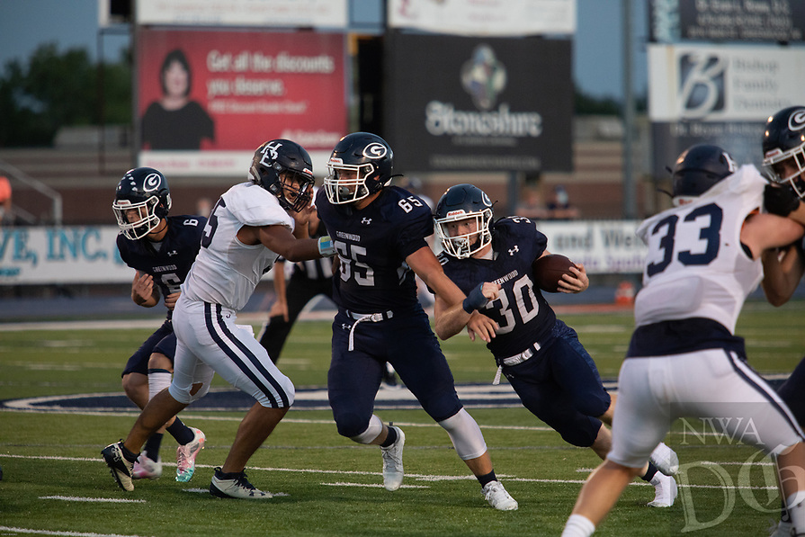 Greenwood's Hunter Wilkinson runs withthe ball in the first half of Friday's game against Springdale Har-Ber.
