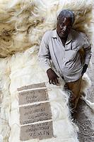 TANZANIA Tanga, Usambara Mountains, Sisal farming and industry, D.D. Ruhinda & Company Ltd., Mkumbara Sisal estate, further processing of sisal fibres, bale / TANSANIA Tanga, Sisal Industrie, D.D. Ruhinda & Company Ltd., Mkumbara Sisal estate, Weiterverabeitung der getrockneten Sisalfaser, Ballen