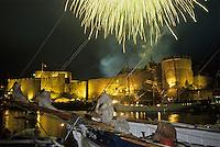 Europe/France/Bretagne/29/Finistère/Brest: Feu d'artifice sur le Château et le port lors de la Fête des Grands Voiliers