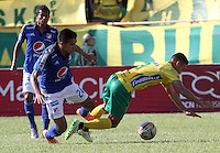 NEIVA -COLOMBIA, 8-ABRIL-2015. Sergio Villareal  de Millonarios   disputa el balon contra Camilo Ayala  del Atletico Huila    durante la catorceava fecha de La Liga Aguila jugado en el estadio Guillermo Plazas Alcid   en Neiva  . / Sergio Villareal of  Millonarios  fights the ball against Camilo Ayala  of Atletico Huila   during the fourthen round of La Liga Aguila played at the  Guillermo Plazas Alcid  stadium in Neiva  . Photo / VizzorImage / Andrew Indell  / Staff