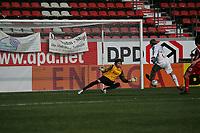 Alex Buch (FC Bayern M¸nchen) schieflt auf das Tor von Daniel Davari (FSV Mainz 05)