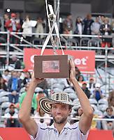 BOGOTÁ -COLOMBIA. 21-07-2013. Ivo Karlovic (CRO) levanta el trofeo como campe?n del ATP Claro Open Colombia 2013 tras vencer a Alejandro Falla (COL) hoy en el Centro de Alto Rendimiento en Bogota./ Ivo Karlovic (CRO) lifts the trophy as champion of ATP Claro Open Colombia 2013 after defeating to Alejandro Falla (COL) today in the final at Centro de Alto Rendimiento in Bogota city. Photo: VizzorImage / Str