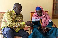 BURKINA FASO, Kaya, christlich islamischer Dialog, François Paul RAMDÉ von der Organisation « Union Fraternelle des Croyants » UFC Dori und El Hadji Mahamoudou Yaya CISSÉ, Grand Imam von Dori