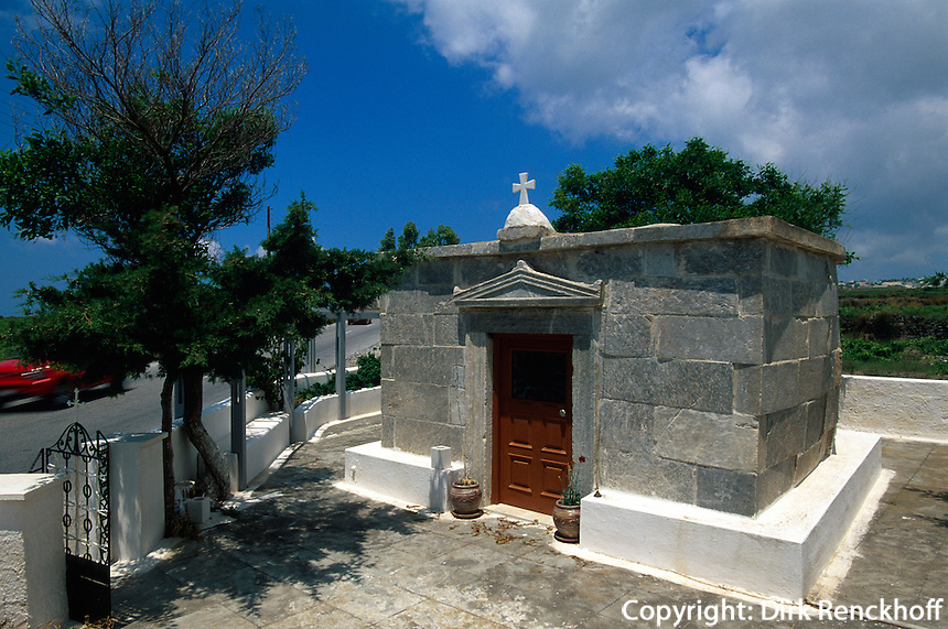 bei Emborio , Kirche Agios Nikolaos Marmaritis in ehemaligem dorischen Tempel, Insel Santorin (Santorini), Griechenland, Europa