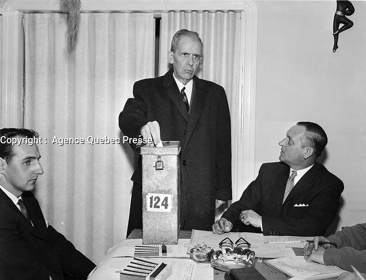 ARCHIVE -<br /> Re-election du Maire de Quebec Wilfred Hamel en 1962 (date exacte inconnue)<br /> <br /> PHOTO : Agence Quebec Presse - Photo Moderne