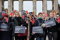 """Prof. Dr. Kristina Wolff, Initiatorin der """"Petition SaveXX – Stoppt das Toeten von Frauen"""" (2.vl. im Bild) organisierte am Mittwoch den 13. November 2019 in Zusammenarbeit der Frauenrechtsorganisation """"Terre des femmes"""" eine Kundgebung zum Gedenken an ueber 140 in Deutschland ermordete Frauen im Jahr 2019. Sie forderte die Bundesregierung zu konsequenterem Handeln auf und haerter gegen toedliche Gewalt gegen Frauen vorzugehen.<br /> Als """"Stoppzeichen"""" hielten die Teilnehmerinnen rot bemalte Haende hoch.<br /> 13.11.2019, Berlin<br /> Copyright: Christian-Ditsch.de<br /> [Inhaltsveraendernde Manipulation des Fotos nur nach ausdruecklicher Genehmigung des Fotografen. Vereinbarungen ueber Abtretung von Persoenlichkeitsrechten/Model Release der abgebildeten Person/Personen liegen nicht vor. NO MODEL RELEASE! Nur fuer Redaktionelle Zwecke. Don't publish without copyright Christian-Ditsch.de, Veroeffentlichung nur mit Fotografennennung, sowie gegen Honorar, MwSt. und Beleg. Konto: I N G - D i B a, IBAN DE58500105175400192269, BIC INGDDEFFXXX, Kontakt: post@christian-ditsch.de<br /> Bei der Bearbeitung der Dateiinformationen darf die Urheberkennzeichnung in den EXIF- und  IPTC-Daten nicht entfernt werden, diese sind in digitalen Medien nach §95c UrhG rechtlich geschuetzt. Der Urhebervermerk wird gemaess §13 UrhG verlangt.]"""