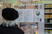 Aufgrund des Corona-Virus wurden in Apotheken die Vorraete an Atemschutzmasken und Desinfektionsmitteln aufgekauft.<br /> Im Bild: Ein Hinweisschild, dass die Artikel nicht mehr verfuegbar sind.<br /> 14.3.2020, Berlin<br /> Copyright: Christian-Ditsch.de<br /> [NUR FUER REDAKTIONELLE ZWECKE! Werbung nur auf Anfrage beim Fotografen. Inhaltsveraendernde Manipulation des Fotos nur nach ausdruecklicher Genehmigung des Fotografen. Vereinbarungen ueber Abtretung von Persoenlichkeitsrechten/Model Release der abgebildeten Person/Personen liegen nicht vor. NO MODEL RELEASE! Don't publish without copyright Christian-Ditsch.de, Veroeffentlichung nur mit Fotografennennung, sowie gegen Honorar, MwSt. und Beleg. Konto: I N G - D i B a, IBAN DE58500105175400192269, BIC INGDDEFFXXX, Kontakt: post@christian-ditsch.de<br /> Bei der Bearbeitung der Dateiinformationen darf die Urheberkennzeichnung in den EXIF- und  IPTC-Daten nicht entfernt werden, diese sind in digitalen Medien nach §95c UrhG rechtlich geschuetzt. Der Urhebervermerk wird gemaess §13 UrhG verlangt.]
