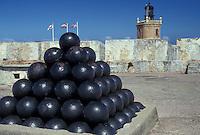 AJ2335, Puerto Rico, San Juan, Caribbean, Old San Juan, fort, Porto Rico, Caribbean Islands, Pile of cannonballs at Fort San Felipe del Morro (El Morro Castle) in Old San Juan, Puerto Rico.