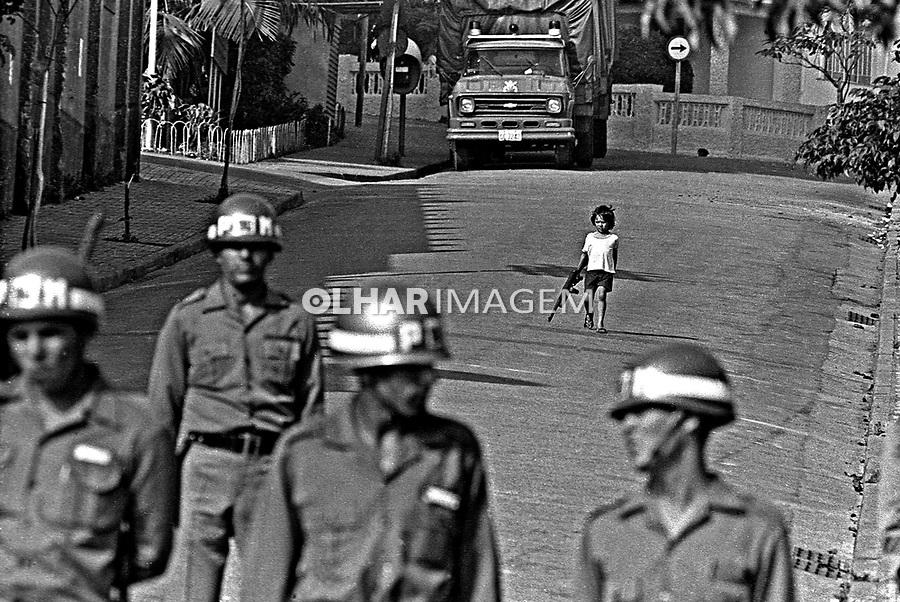 Intervenção policial no Sindicato dos Metalúrgicos do ABC. SBC. 1980. Foto de Juca Martins.