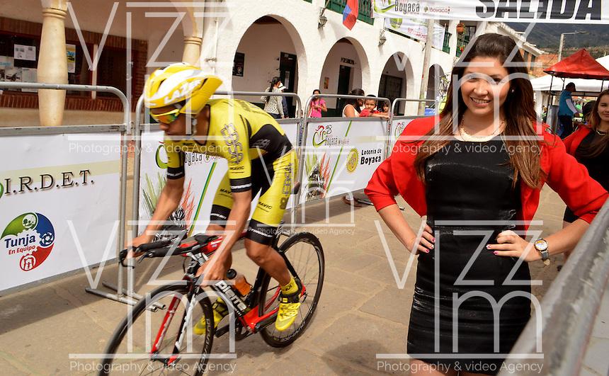 BOYACA - COLOMBIA: 10-09-2016. Un clclista de EBSA durante la cuarta etapa CRI, 30 kms, de la 38 versión de la vuelta Ciclista a Boyaca 2016 que se corre entre Sutamarchan y Samacá. La prueba se corre entre el  7 y el 11 septiembre de 2016./ EBSA cyclist during the fourth stage ITT, 30 kms, of the Vuelta a Boyaca 2016 that took place between villages of Sutamarchan and Samaca. The race is held between 7 and 11 of September of 2016 . Photo:  VizzorImage/ José Miguel Palencia / Liga Ciclismo de Boyaca