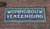 Nederland  Amsterdam  2020.   Tegeltableau bij de Zaanstraat.  Woningbouw vereeniging.  Foto : ANP/ HH / Berlinda van Dam