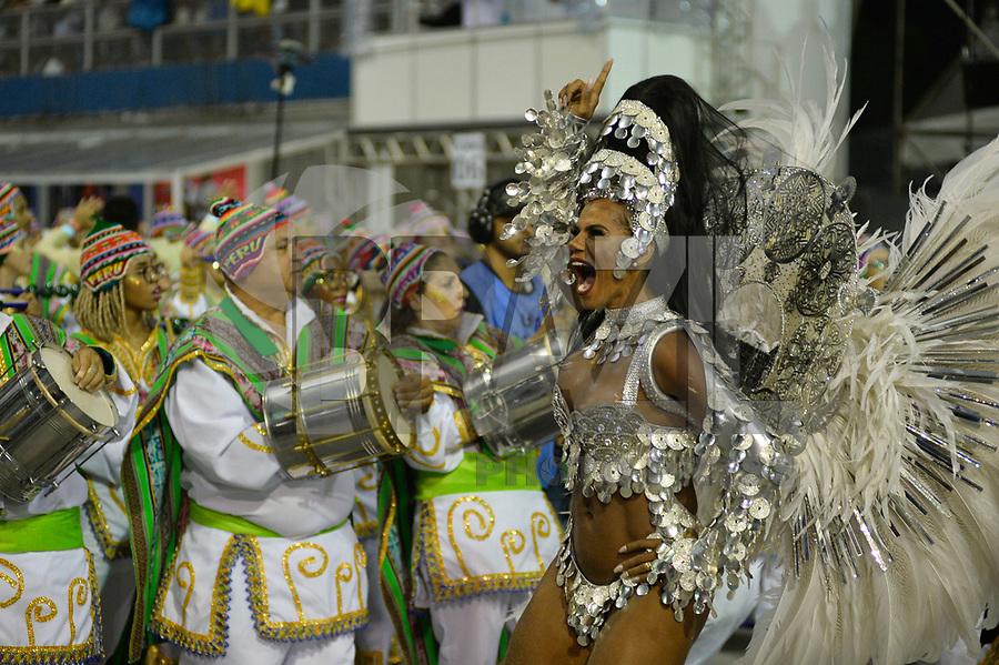 SÃO PAULO, SP, 03.03.2019 - CARNAVAL-SP - Integrante da escola de samba Unidos de Vila Maria durante desfile do Grupo Especial do Carnaval de São Paulo, no Sambódromo do Anhembi em São Paulo, na madrugada deste domingo, 03. (Foto: Levi Bianco/Brazil Photo Press)