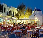 Greece, Cyclades, Mykonos: Evening Restaurant Scene | Griechenland, Kykladen, Mykonos: Restaurant am Abend