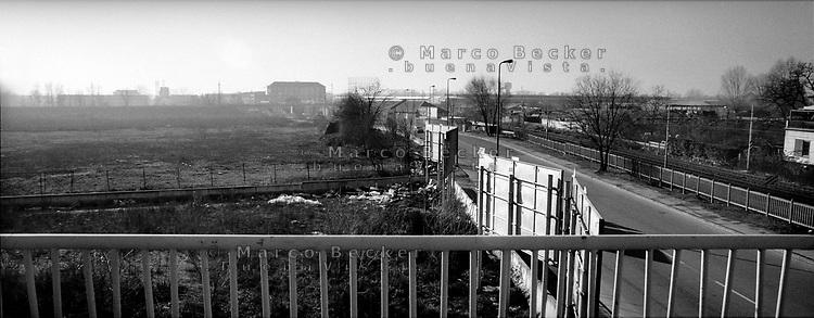 milano, quartiere bovisa, periferia nord. terreno inusato --- milan, bovisa district, north periphery. unused ground