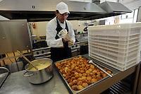"""Roma.Rome.Italia.Italy.Casa di reclusione di Rebibbia.Claudio Piunti è il responsabile esterno ( NON detenuto) del progetto """"Liberamens...a"""".Le cucine.""""Liberamens...a"""" è un progetto della Syntax error che gestisce la mensa per circa 300 detenuti..Rebibbia prison. Kitchens.Claudio Piunti is responsible for external (not held) of the project. """"Liberamens...a """" is a project of """"Syntax error"""", which manages the canteen for about 300 inmates.I lavoratori mentre organizzano un catering e buffet per l'esterno..Workers while organizing a catered buffet for the outside..."""