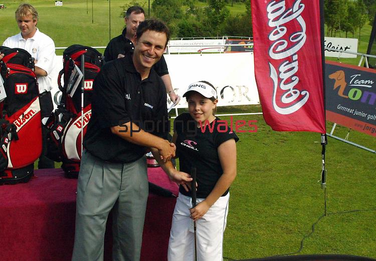 David Howells.Wales Open 2004.Coca-Cola junior Golf.Celtic Manor Resort - Wentwood Hills.©Steve Pope.Sportingwales.com.07798 83 00 89.The Manor .Coldra Woods.Newport.South Wales.NP18 1HQ