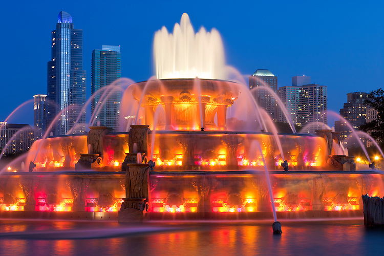 Buckingham Fountain (1927) at night; Chicago, IL