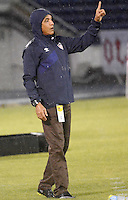 BARRANQUIILLA -COLOMBIA-20-09-2015: Alexis Mendoza técnico del Atlético Junior gesticula durante partido contra Alianza Petrolera por la fecha 13 de la Liga Águila II 2015 jugado en el estadio Metropolitano Roberto Meléndez de la ciudad de Barranquilla./ Alexis Mendoza coach of Atletico Junior gestures during match against Alianza Petrolera for the 13th date of the Aguila League II 2015 played at Metropolitano Roberto Melendez stadium in Barranquilla city.  Photo: VizzorImage/Alfonso Cervantes/