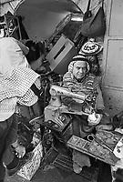 - artisan shop in the old downtown of Hebron....- bottega artigiana nella città vecchia di Hebron