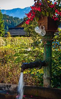 Oesterreich, Steyrisches Salzkammergut, Altaussee: Wasserpumpe | Austria, Styrian Salzkammergut, Altaussee: water pump