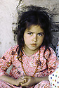 Irak 1985  Dans les zones libérées, région de Lolan, une petite fille Iraq 1985  In liberated areas, Lolan district, a young girl
