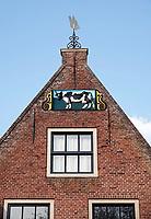 Nederland - Hoorn- 2020.     Huizen aan de Veermanskade. Gevelsteen met Bonte Koe. Foto ANP / HH / Berlinda van Dam