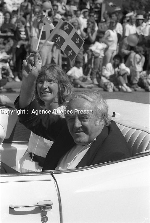 Raymond Levesque au Defile de la St-Jean-Baptiste, date inconnue , vers 1990<br /> <br /> PHOTO :  Agence Quebec Presse