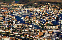 Port Grimaud.  Prestige planned marina and housing development on Mediterranean coast near St. Tropez, Var, Provence, France..