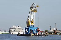Nederland - Amsterdam - 2018.   Drijvende kraan MAJA in het havengebied.  Foto Berlinda van Dam / Hollandse Hoogte.