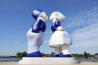 Nederland  Amsterdam - mei 2018. Westelijk Havengebied.  Kissing Couple XXXL van de kunstenaar Saske van der Eerden.   Foto: Berlinda van Dam