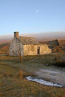 Derelict shepherd's hut, Ribble Head, North Yorkshire..Copyright John Eveson 01995 61280.j.r.eveson@btinternet.com